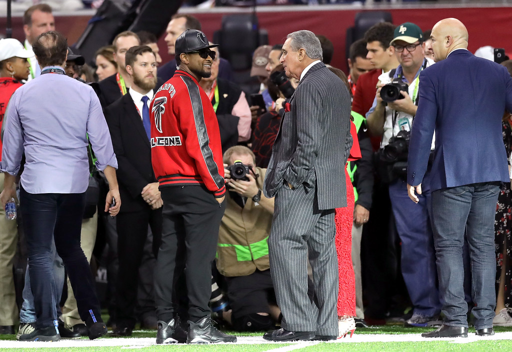 . HOUSTON, TX - FEBRUARY 05:  Usher and Atlanta Falcons owner Arthur Blank look on prior to Super Bowl 51 between the New England Patriots and the Atlanta Falcons at NRG Stadium on February 5, 2017 in Houston, Texas.  (Photo by Ronald Martinez/Getty Images)