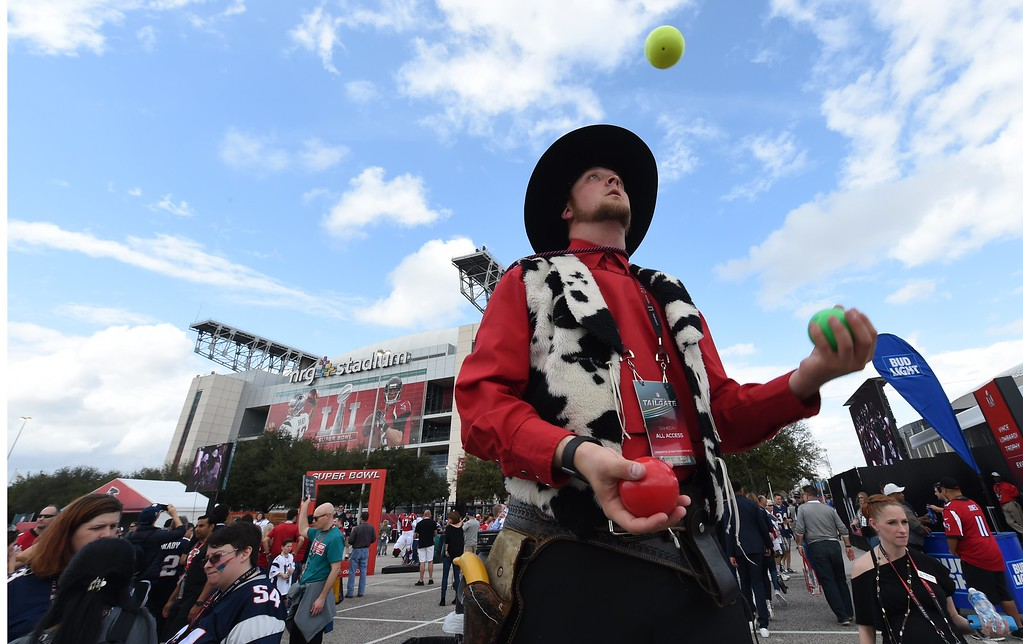 . Fans arrive for Super Bowl LI between the New England Patriots and the Atlanta Falcons at NGR Stadium in Houston, Texas February 5, 2017. (TIMOTHY A. CLARY/AFP/Getty Images)