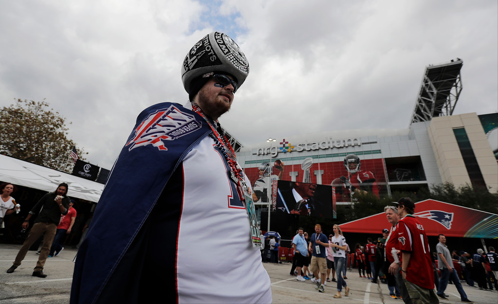 . A New England Patriots fan arrives before the NFL Super Bowl 51 football game between the Patriots and the Atlanta Falcons, Sunday, Feb. 5, 2017, in Houston. (AP Photo/Charlie Riedel)