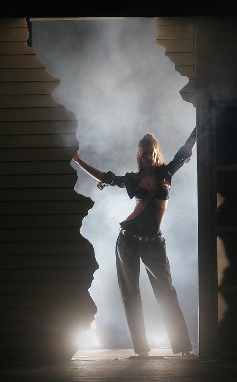 . Brazilian Top Model Gisele Bundchen  shows the Colcci Spring Summer collection during the Fashion Rio Show 2006, in Rio de Janeiro, Brazil, on Friday, June 17, 2005. (AP Photo/Silvia Izquierdo)