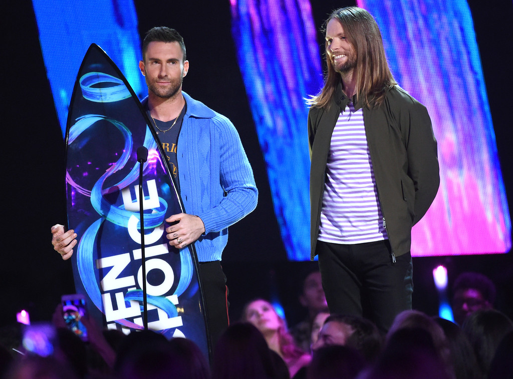 . Adam Levine, left, and James Valentine of Maroon 5, accept the decade award at the Teen Choice Awards at the Galen Center on Sunday, Aug. 13, 2017, in Los Angeles. (Photo by Phil McCarten/Invision/AP)