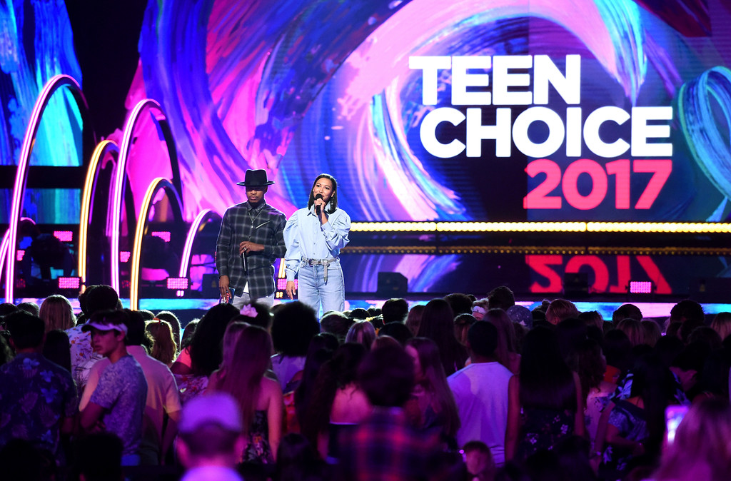 . Ne-Yo and Naya Rivera present the award for choice dancer at the Teen Choice Awards at the Galen Center on Sunday, Aug. 13, 2017, in Los Angeles. (Photo by Phil McCarten/Invision/AP)