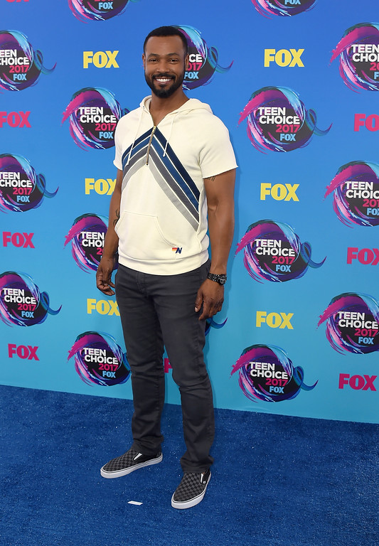 . Isaiah Mustafa arrives at the Teen Choice Awards at the Galen Center on Sunday, Aug. 13, 2017, in Los Angeles. (Photo by Jordan Strauss/Invision/AP)