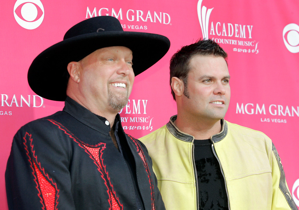 . Eddie Montgomery, left, and Troy Gentry, of the country duo Montgomery Gentry, arrive at the 41st Academy of Country Music Awards, Tuesday, May 23, 2006, in Las Vegas. (AP Photo/Jae C. Hong)