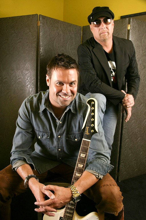 . Troy Gentry, left, and Eddie Montgomery, of the country music duo Montgomery Gentry, are shown June 3, 2008, in Nashville, Tenn. (AP Photo/Ed Rode)