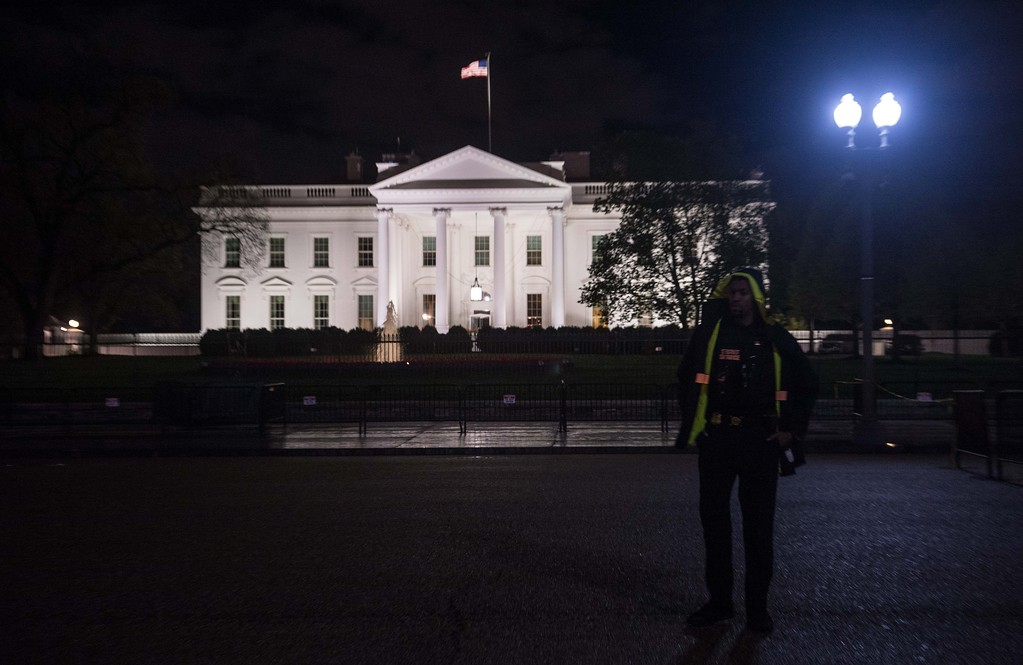 . A US Secret Service agent stands in front of the White House in Washington, DC, on April 6, 2017 after the US fired Tomahawk missiles on Syria following an alledged gas attack by Syrian forces three days ago. (NICHOLAS KAMM/AFP/Getty Images)