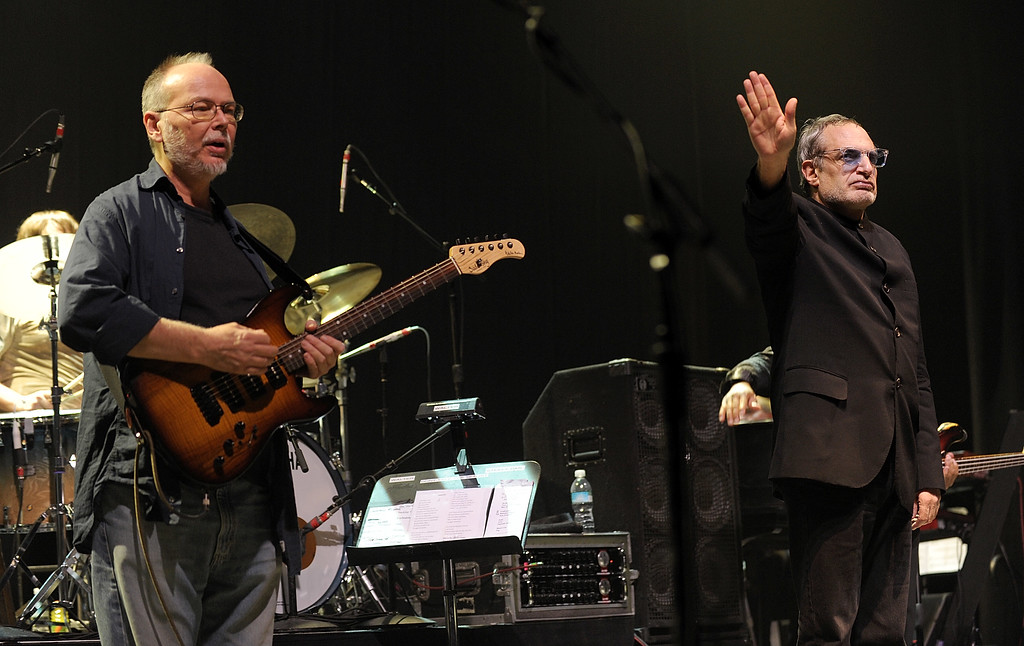 . This Nov. 20, 2008 file photo shows musicians Walter Becker, left and Donald Fagen of the band Steely Dan perform at \'Collaborating for a Cure\' the Samuel Waxman Cancer Research Foundation Benefit Concert in New York. (AP Photo/Evan Agostini,File)