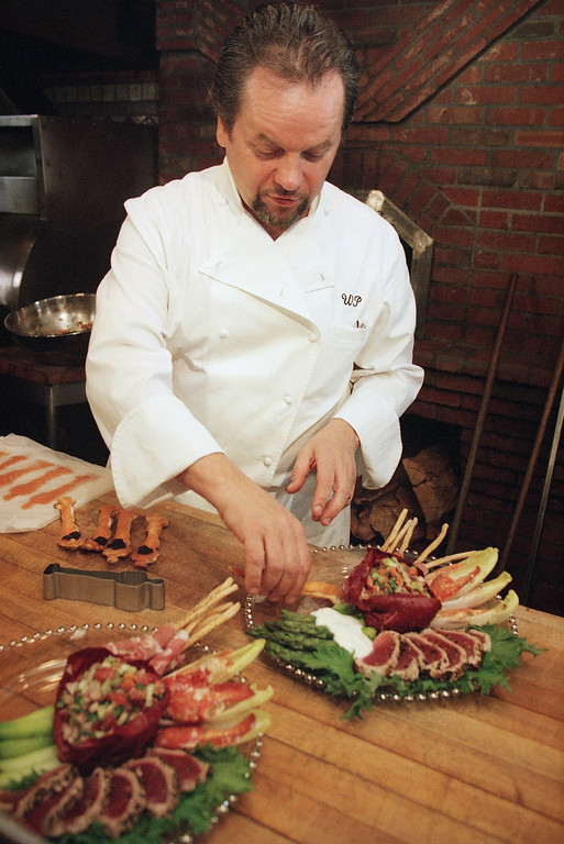 . Wolfgang Puck prepares his post Oscar party dish for the news media in Beverly Hills, California on Friday, Feb. 26, 1999.  (AP Photo/Damian Dovarganes)