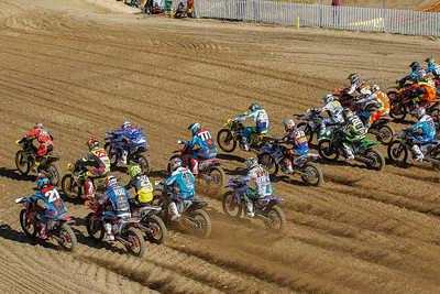 Start 2nd race: Desalle leads
