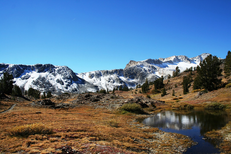 HIKING IN THE TWENTY LAKES AREA OF INYO NATIONAL FOREST.