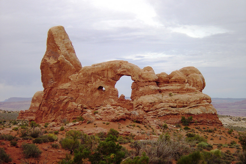TURRETT ARCH IN ARCHES NATIONAL PARK.
