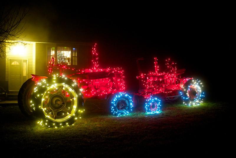 Christmas Tractor (F2)