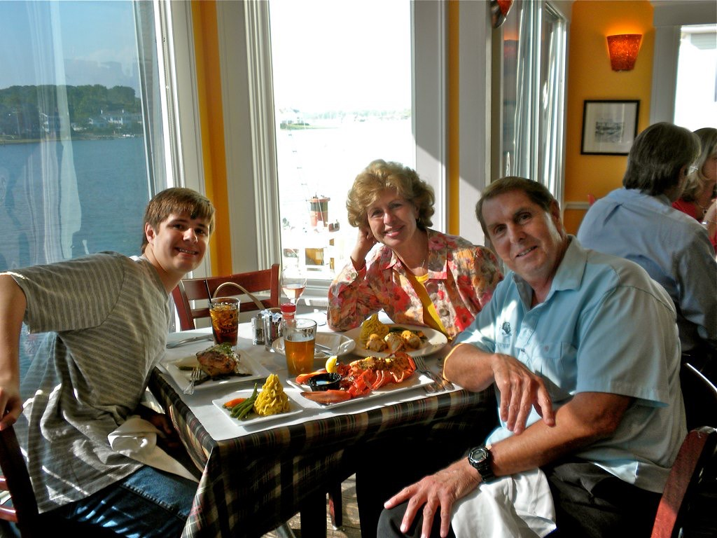 Dinner at the S&P Oyster Restuarant on Mystic River at the Wharf