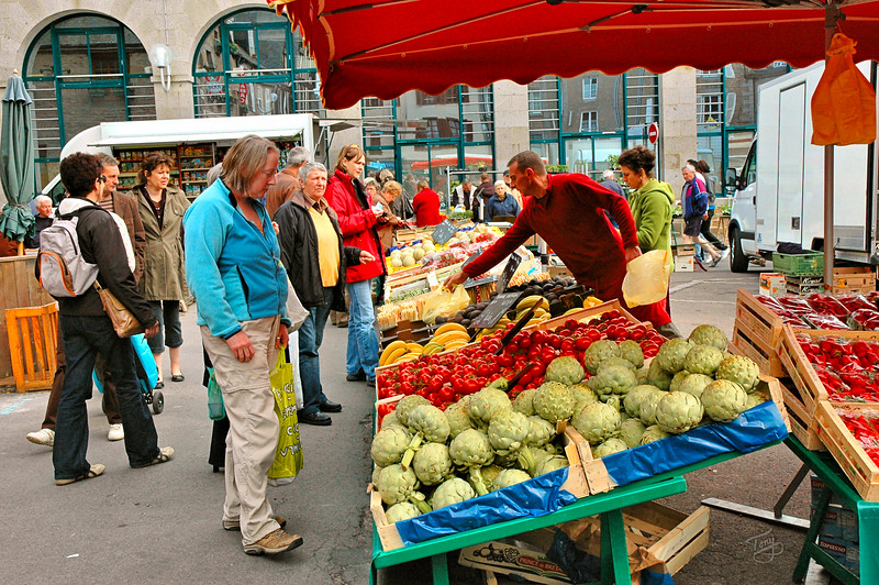 Avranches - 2009 - Tomates au Marché - Judy ponders some mighty luscious looking tomatoes(Yes, they did smell and taste as good as they looked!)