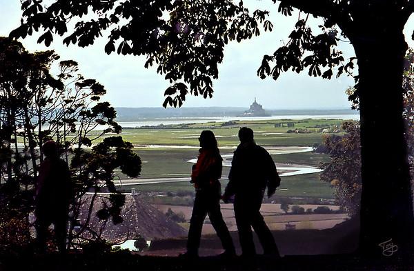 Avranches 2002 - Jardin des Plantes - Silhouettes over the Mont-Saint-Michel