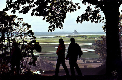 Avranches 2002 - Jardin des Plantes - Silhouettes over the Mont-Saint-Michel