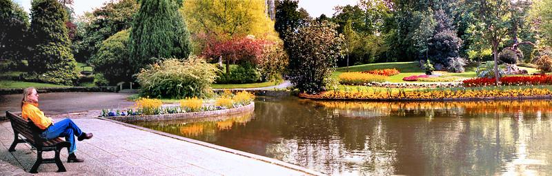 Avranches 2002 - Jardin des Plantes - Judy Reflecting