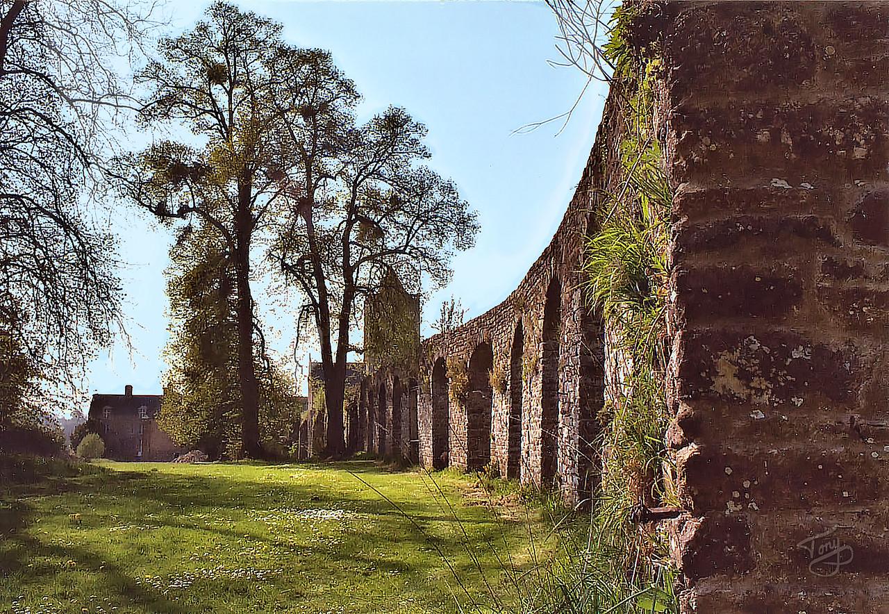 Abbaye de la Lucerne 2003 - Aqueduc