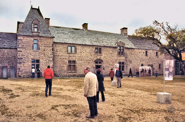 Le Cotentin 2004 - Le Manoir du Tourp - Courtyard