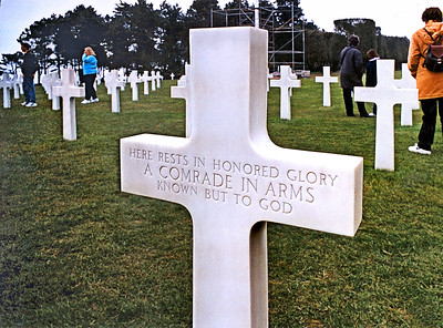 Colleville 2002 - Normandy American Cemetery - Grave of an Unknown Soldier