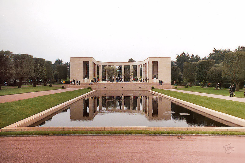 Colleville 2002 - Normandy American Cemetery - Memorial