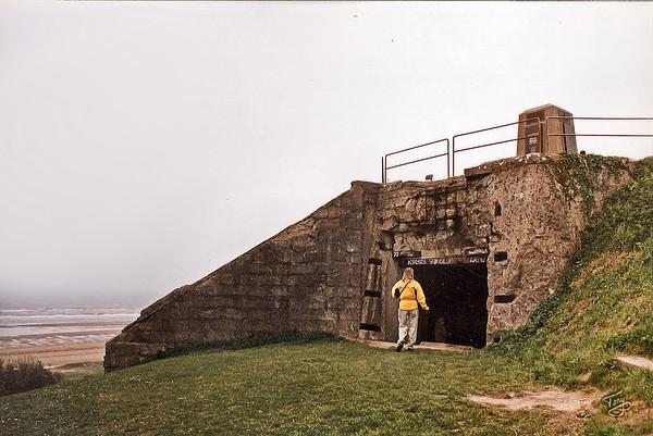 Omaha Beach 2002 - 5th Engineers Memorial - Bunker