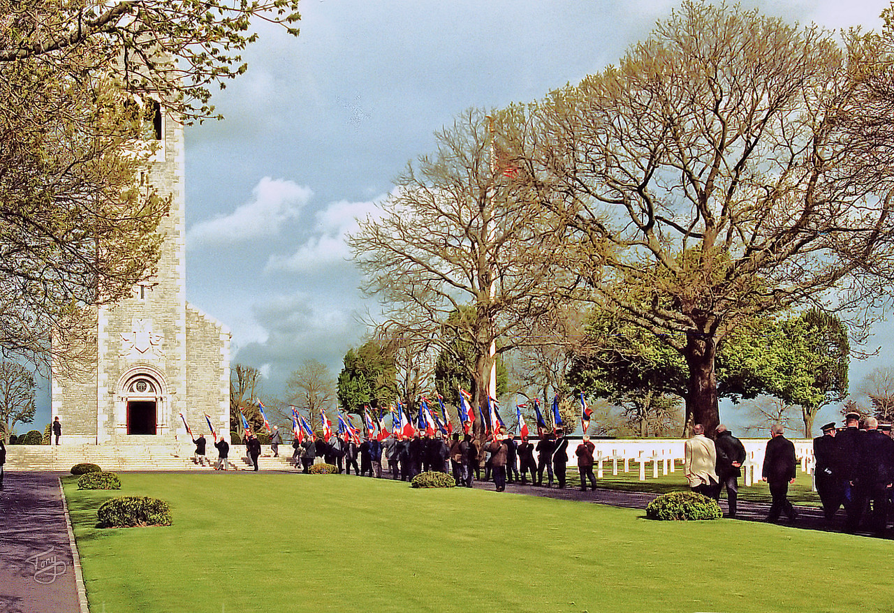 "Brittany American Cemetery 2004 Memorial Day - Procession - Arriving at the Chapel <a title=""godaddy counter"" href=""http://statcounter.com/godaddy_website_tonight/"" target=""_blank""><img style=""display:none;"" src=""http://c.statcounter.com/2514080/0/73d54fdc/0/"" alt=""godaddy counter""></a>"
