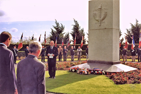 Brittany American Cemetery 2004 Memorial Day - The mayor delivers a heartfelt and moving tribute to the young Americans who gave their lives to liberate France from the Nazis.