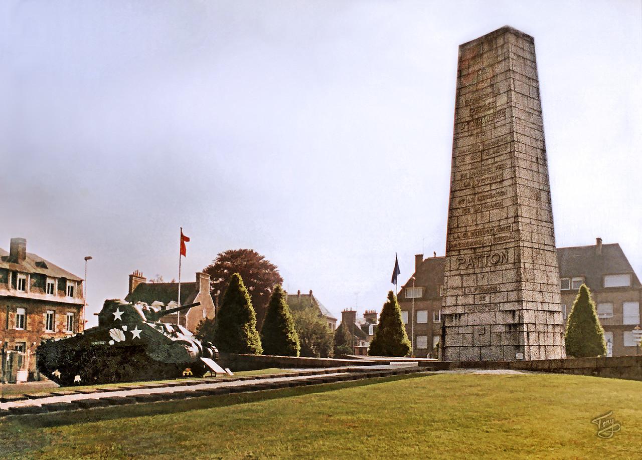 Avranches 2002 - La Place Patton