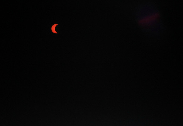 using 'eclipse-darkout glasses'  in front of lens