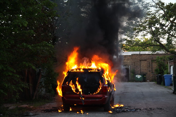 Chicago Fire Department Engine 54 Car Fire 68th Street