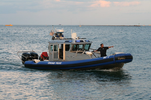 CFD Special Duty Dive Response  Man In The Water North Ave Beach New CFD Fire Boat 688