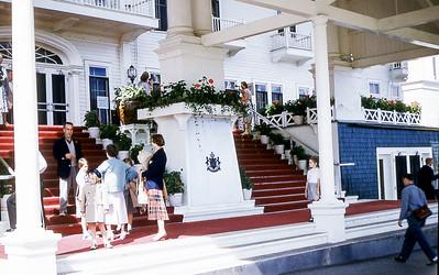 Mackinac_GrandHotel_Entrance_08-54