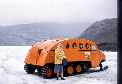 Mabel_Snowmobile_ColumbiaIceFields_08-55