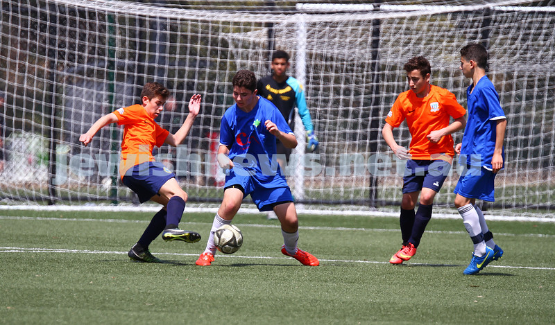 11-10-15. Maccabi Australia 90th Anniversary Insterstate Challenge, Victoria v NSW. Soccer. Kingston Heath Soccer Complex.  U14 Boys (Vic in orange). Photo: Peter Haskin