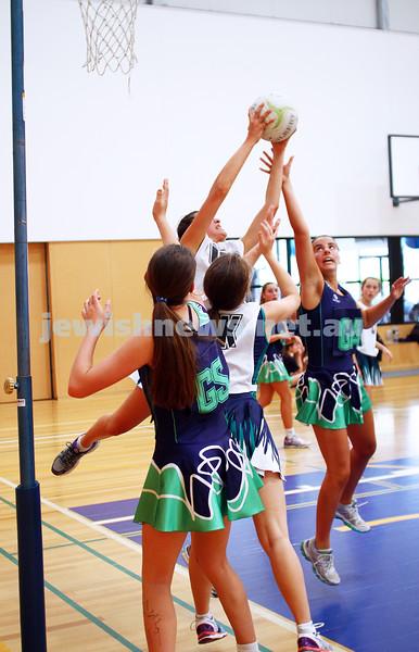 11-10-15. Maccabi Australia 90th Anniversary Insterstate Challenge. Bialik College. Victoria v NSW. U16 Netball. Photo: Peter Haskin