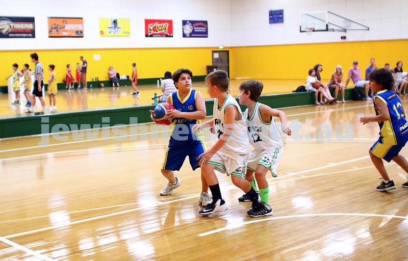 13-2-16. Maccabi Junior Basketball. Maccabi U 12 Spurs def Chadstone Frogs 19-16. Photo: Peter Haskin