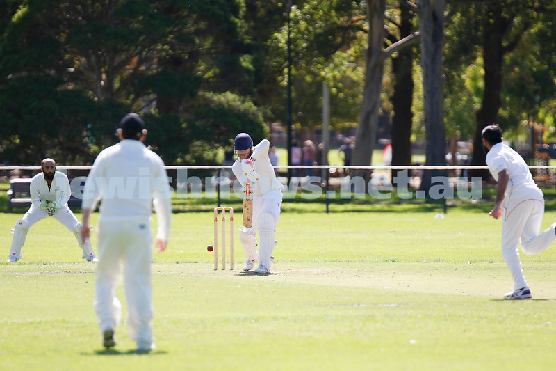 28-3-21. Maccabi AJAX First XI grand final. Defeated by Melbourne Cobras at Fawkner Park. Zac Fleisher batting. Photo: Peter Haskin