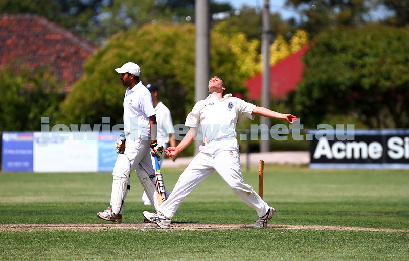 15-2-15. Maccabi Cricket First XI v Emmanual South Oakleigh.  Benji Jones. Photo: Peter Haskin