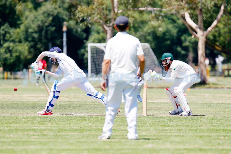 10-1-21. Maccabi cricket first XI v Old Camberwell Grammarians at Albert Park. Photo: Peter Haskin