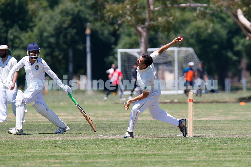 10-1-21. Maccabi cricket first XI v Old Camberwell Grammarians at Albert Park. Simon Fisher. Photo: Peter Haskin