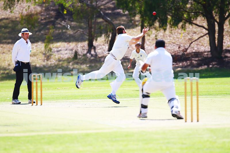 6-3-16. Maccabi Cricket Third XI fielding. Semi final against Parkville at Flemington Rd Oval. Photo: Peter Haskin