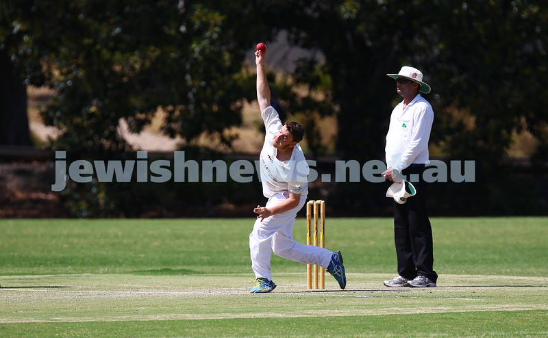 6-3-16. Maccabi Cricket Third XI fielding. Semi final against Parkville at Flemington Rd Oval. Photo: Peter Haskin