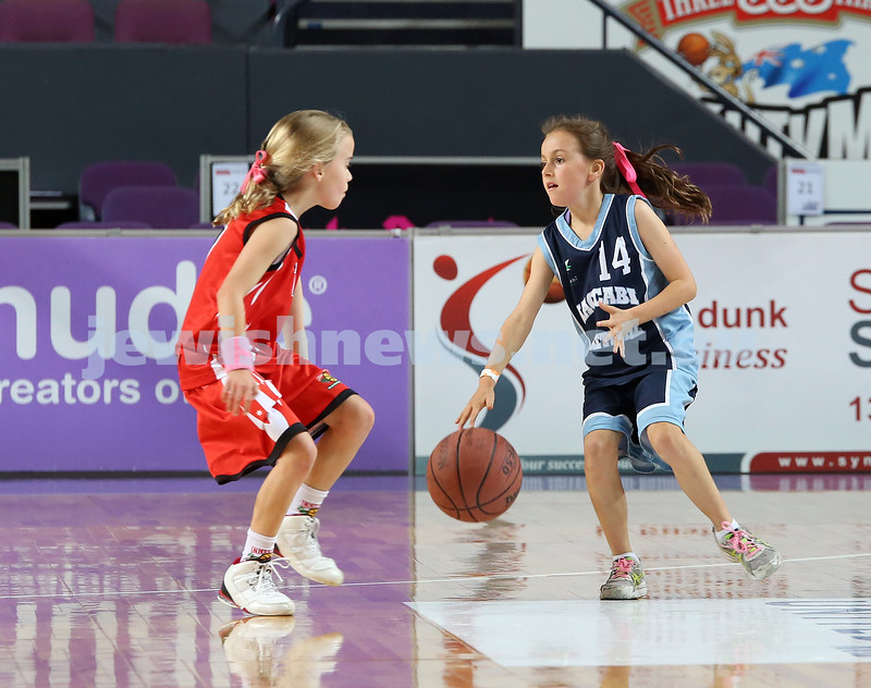 Maccabi U10 Mercury vs Inner City at The Sydney Entertainment Centre. Maccabi lost 36-4. Lila Greenberg dribbles around an opposition player.