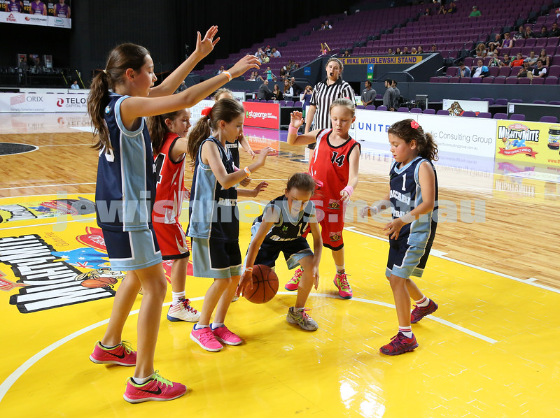 Maccabi U10 Mercury vs Inner City at The Sydney Entertainment Centre. Maccabi lost 36-4. Lila Greenberg grapples the ball as players Claudia Lees, Lily Elias, Ella Hart shield her.