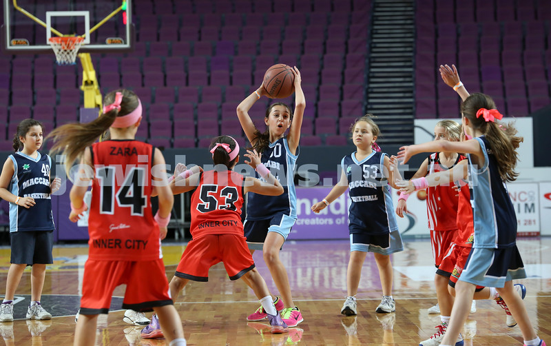 Maccabi U10 Mercury vs Inner City at The Sydney Entertainment Centre. Maccabi lost 36-4. Claudia Lees attempts to pass the ball.