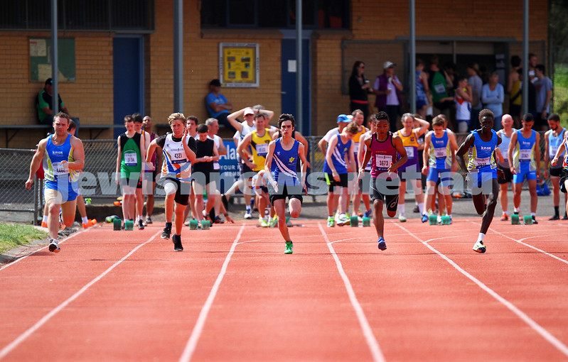 25-10-14. Maccabi Athletics. Athletics Victoria Shield, Knox. Maxwell Kalman.  Photo: Peter Haskin