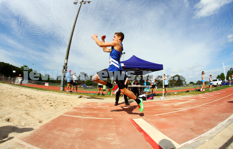 25-10-14. Maccabi Athletics. Athletics Victoria Shield, Knox. Elijah Goldman.  Photo: Peter Haskin
