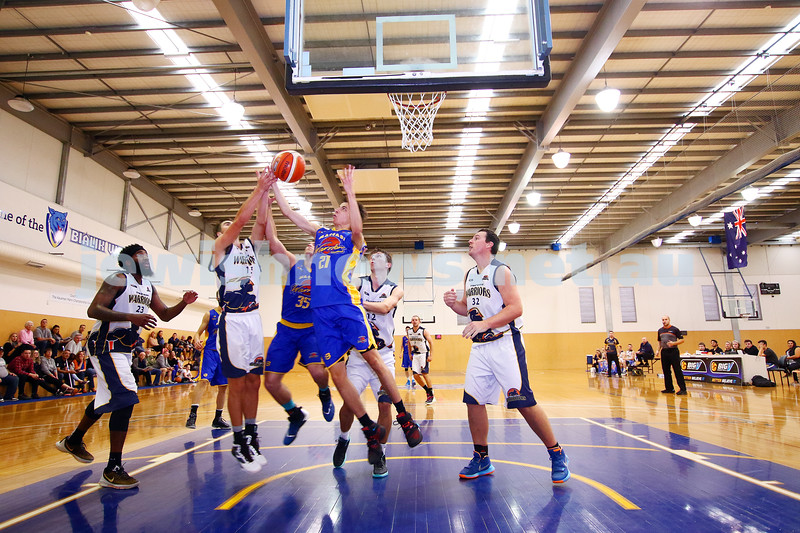 22-5-16. Maccabi Warriors lost to Pakenham Warriors 71 - 82 at Bialik Stadium.  Daniel Drehspul (35), Ben Polonsky (21). Photo: Peter Haskin