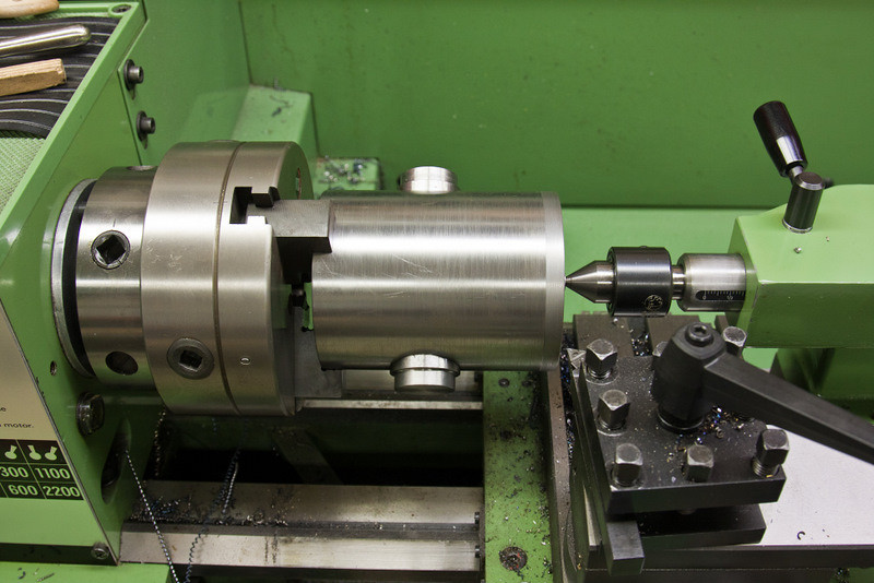With the trunnions now complete and installed in the tube, the rear radius on the tube is about to be machined.